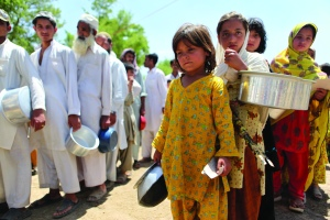 Refugees queue for food in the Swat Valley, Pakistan. - UNHCR Photo